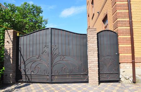 Photo pour Forged gate and house metal door. Metal Gates - Gates & Metal Railings. - image libre de droit