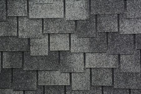 Photo pour Asphalt Shingles Photo. Close up view on Asphalt Roofing Shingles Background. Roof Shingles - Roofing Construction - image libre de droit