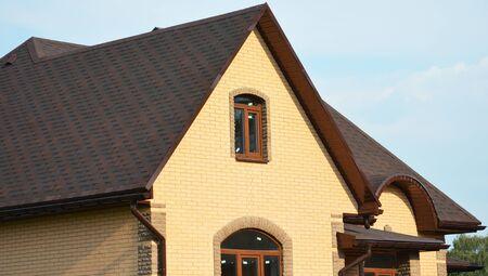 Photo pour Asphalt shingles rooftop. Roofing construction rooftop house building with asphalt shingles, rain gutter and roof ventilation. Close up on asphalt roofing shingles. - image libre de droit