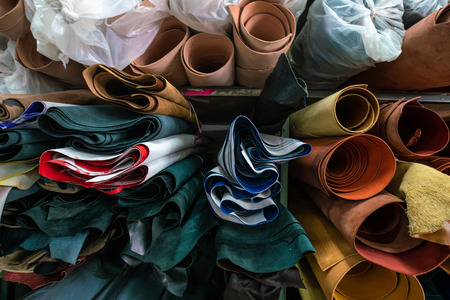 Photo pour Genuine cowhide leather fold on craftsmanship DIY handmade shop, Imported vegetable tanned leather - image libre de droit