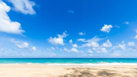 Photo pour Soft blue wave tropical sea beach sunny sky with cloud - image libre de droit
