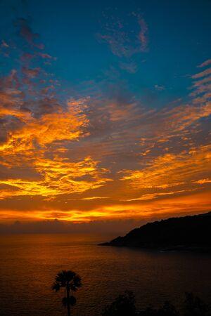 Foto de Colourful majestic sunset sky with cloud on sea shore wide angel len nature landscape - Imagen libre de derechos