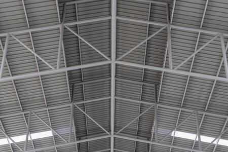 Photo pour Structure of metal sheet roof, Roof structure of factory. - image libre de droit