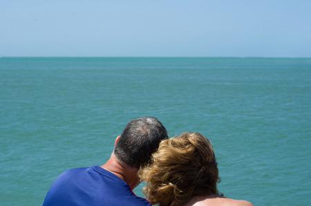 Foto de Old couple looking at the horizon, beach, love. - Imagen libre de derechos