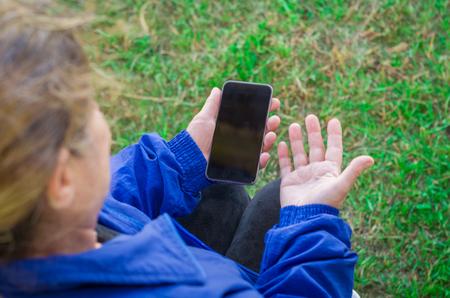 Foto de Senior woman, elderly, with problems to use the smartphone. uses technology. Internet. - Imagen libre de derechos