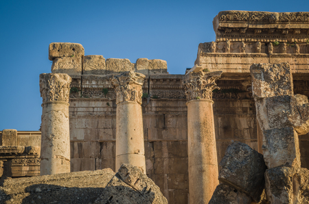 Foto de Ruins of Baalbek. Ancient city of Phenicia located in the Beca valley in Lebanon. Acropolis with Roman remains. - Imagen libre de derechos