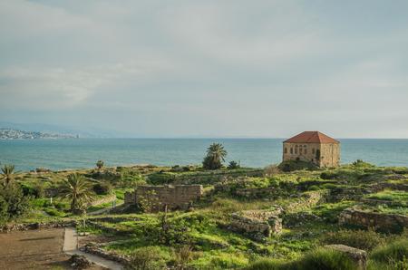 Foto de Old house of shellfish in Byblos, Lebanon - Imagen libre de derechos