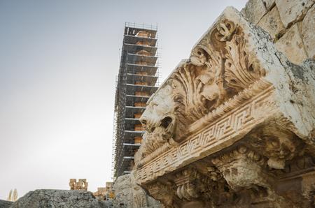 Foto de Ruins of Baalbek. Ancient city of Phenicia, located in the Beca valley, Lebanon. Acropolis with Roman remains. Roman tower being restored. - Imagen libre de derechos