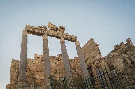 Foto de Temple of Bacchus. Ruins of Baalbek. Ancient city of Phenicia located in the Beca valley in Lebanon. Acropolis with Roman remains. - Imagen libre de derechos
