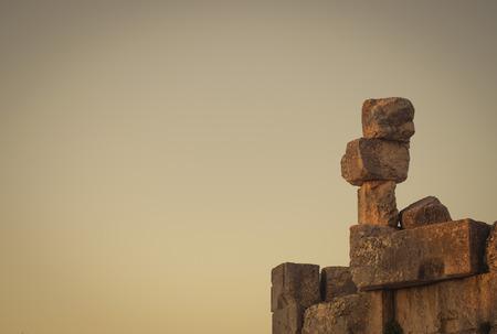 Foto de Abstract photo of stones stacked in the Temple of Bacchus in Baalbek Lebanon. - Imagen libre de derechos