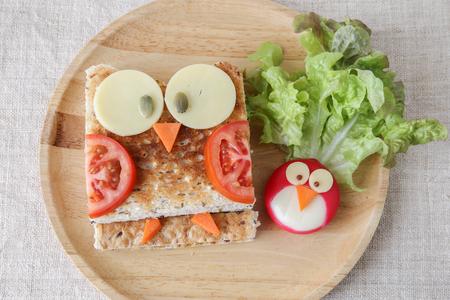 Foto de Owl healthy sandwich, fun food art for kids - Imagen libre de derechos