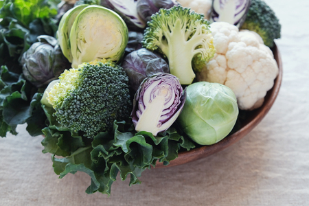 Photo pour cruciferous vegetables, cauliflower,broccoli, Brussels sprouts, kale in wooden bowl, reducing estrogen dominance, ketogenic diet - image libre de droit