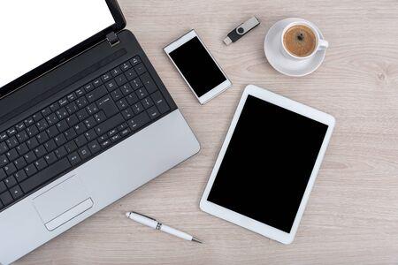 Foto de Laptop, tablet pc, smartphone and usb stick - Imagen libre de derechos