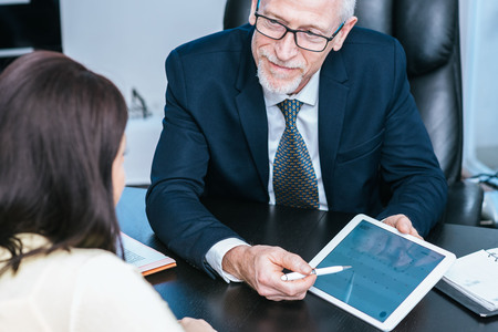 Foto de Consultant advising young woman at office - Imagen libre de derechos