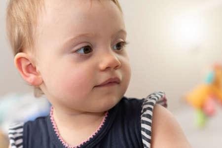 Photo pour Portrait of cute baby girl - image libre de droit
