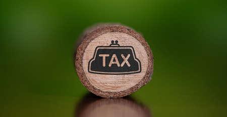 Photo pour Concept of tax on a wooden log - image libre de droit