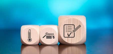 Photo pour Wooden blocks with symbol of assessment concept on blue background - image libre de droit