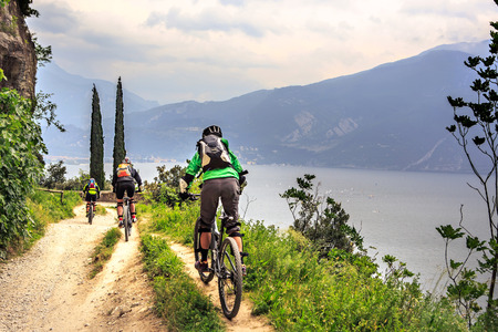 Photo pour Group of biker in front of Garda lake in Italy - image libre de droit