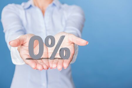 Foto de An zero percent offer on the open hands - Imagen libre de derechos