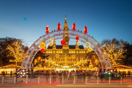 Photo pour Vienna, Austria - December 5, 2018: Christmas Market Vienna at the Town Hall - image libre de droit