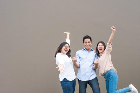 Foto de Group of happy three asian friends in casual wear standing laugh and having fun together - Imagen libre de derechos