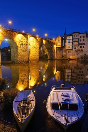 the old stone bridge in the city of Villeneuve sur Lot in French