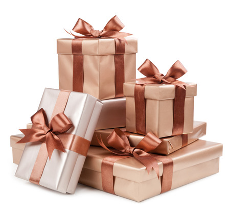 Photo pour Gold box with gifts and brown bow - image libre de droit
