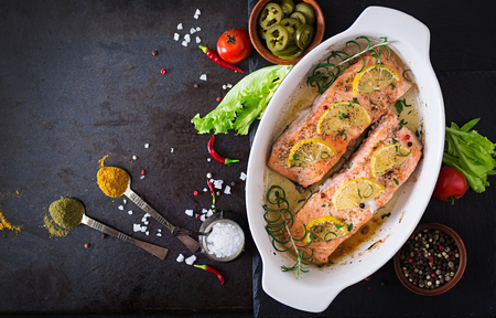 Foto de Baked salmon fillet with rosemary, lemon and honey. Top view - Imagen libre de derechos