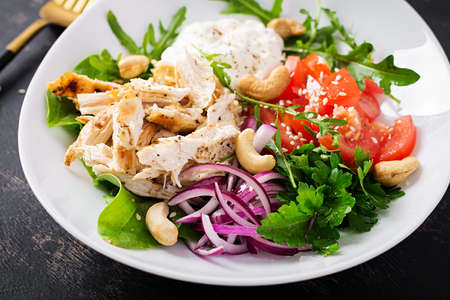 Photo pour Healthy vegetable summer salad, fresh vegetables and chicken breast with yogurt dressing. Keto, ketogenic diet. - image libre de droit