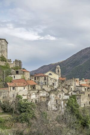 Balestrino -  its medieval town center is left because  a landslide in 1950 d