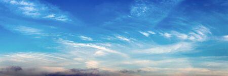 Photo pour Morning sky with high cirrus clouds - image libre de droit