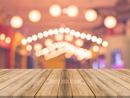 Photo pour Wooden board empty table in front of blurred background. Perspective brown wood over blur in coffee shop - can be used for display or montage your products.Mock up for display product.Vintage filter. - image libre de droit