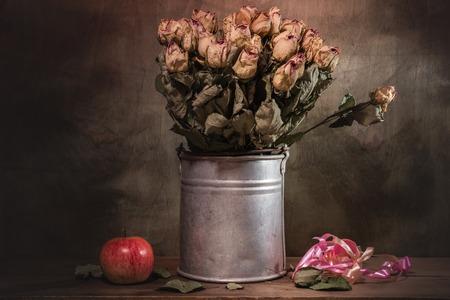 Foto de Still life decorative- flower beautiful bouquet. Wood background. - Imagen libre de derechos