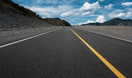 Photo pour Highway in the Altai Mountains, in the Altai Territory of Russia - image libre de droit