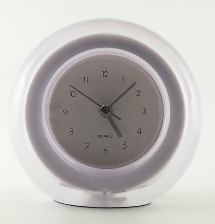a diffuse analog alarm clock set to just before 5 PM