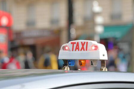 Photo pour Taxi cab sign Paris France - image libre de droit
