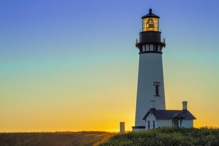 Foto de Yaquina Head Lighthouse at Sunset, Oregon, USA - Imagen libre de derechos
