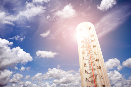 Foto per Thermometer on the summer heat - Immagine Royalty Free