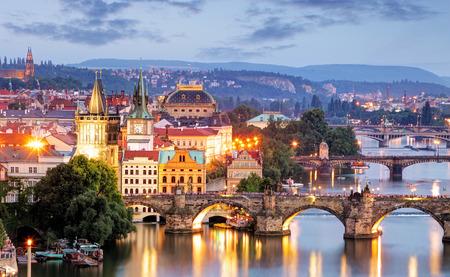 Photo pour Prague cityscape at night - image libre de droit