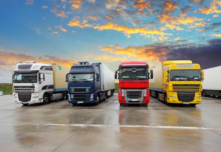Photo pour Truck - Freight transportation - image libre de droit