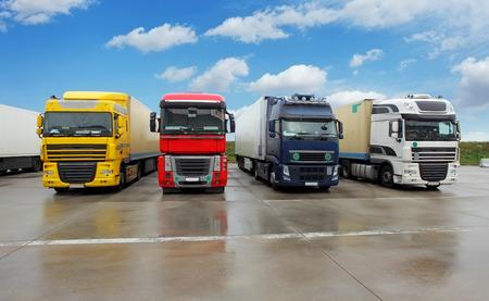 Photo pour Truck in warehouse - Cargo Transport - image libre de droit