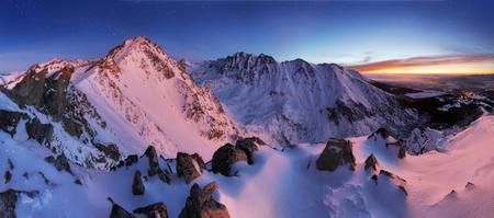 Foto de Winter mountain panorama landscape at night, Slovakia Tatras - Imagen libre de derechos