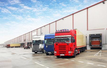 Photo pour Truck in unloading in warehouse - image libre de droit