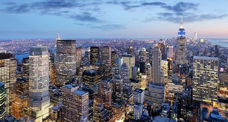 Photo pour New York city at night, Manhattan, USA - image libre de droit