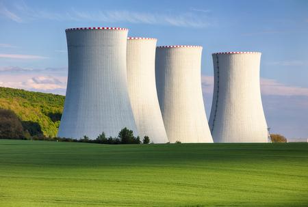 Photo pour Nuclear power plant - image libre de droit