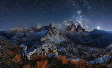 Foto de Alps Mountain landscape with night sky and Mliky way, Tre Cime di Lavaredo, Dolomites - Imagen libre de derechos