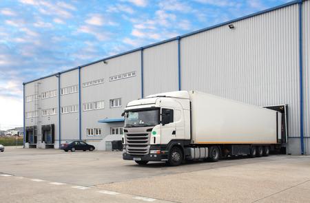 Foto de Truck in warehouse - Imagen libre de derechos