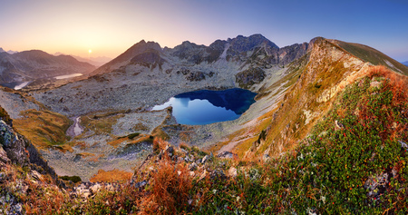 Foto per Panorama of mountain landscape at summer in Tatras at sunset in Slovakia - Immagine Royalty Free