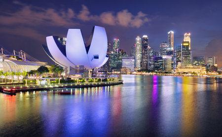 Photo pour Singapore panorama skyline at night, Marina bay - image libre de droit