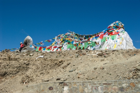 Kamba La, a 4790 m high pass above Yamdrok Tso, with prayer flagfs and Tibetan burning offerings